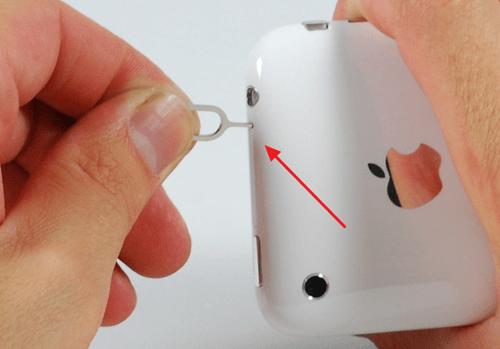 слот для SIM карты в iPhone 3GS