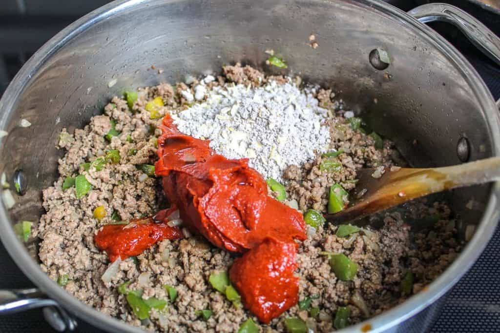 ground beef, onion, bell pepper and seasonings in stockpot for easy american goulash