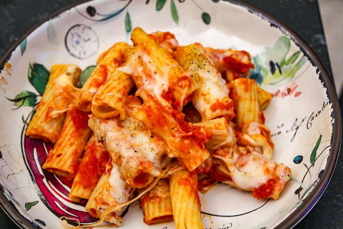 Rigatoni in Italian bowl