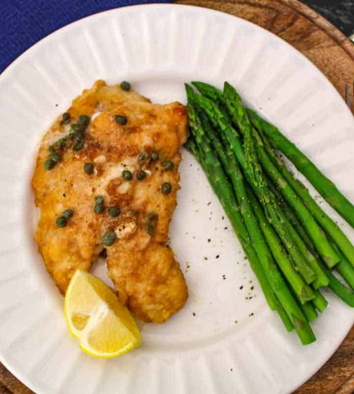 Lemon chicken piccata with asparagus