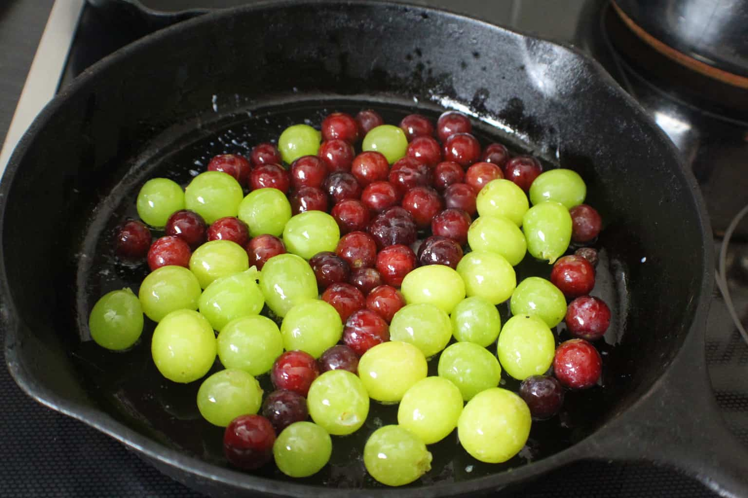 Red and green grapes in cast iron skillet