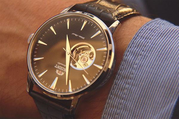 Automatic-Watch-on-Wrist