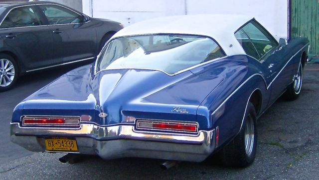1972 Buick Riviera Gran Sport Factory GS Boat Tail Center