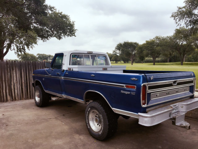 Four 250 Ford 1975 F Door