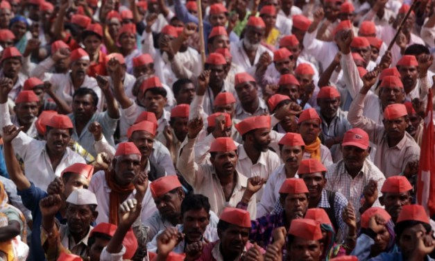 Tens of thousands of farmers march on Mumbai demanding support | Morning Star