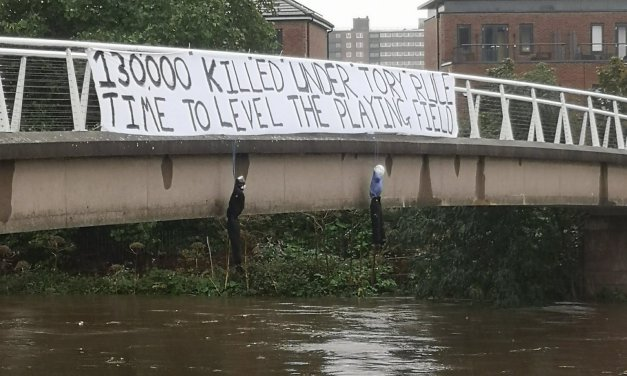 'Utterly vile': Anti-Tory banner and hanged effigies suspended from bridge (PHOTO) — RT UK News