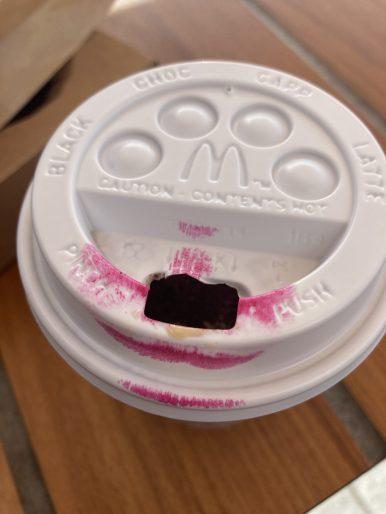Koffie en lippenstift to go