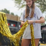 Sophomore Sydney Beck trims the streamers on the side of the float so that they won't drag on the ground during the parade. Photo by Morgan Woods
