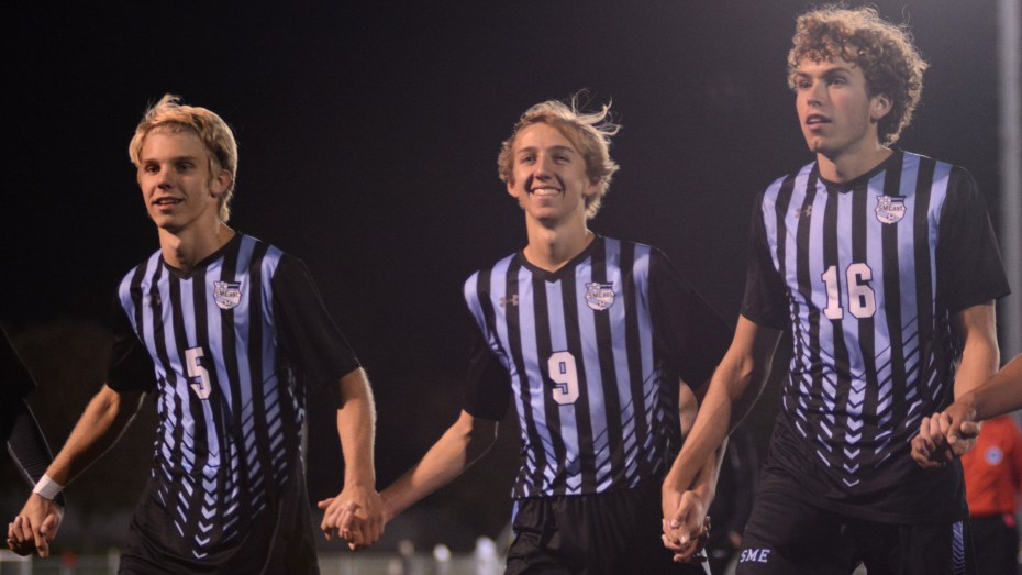Gallery: Boys Varsity Soccer Defeats SMNW 1-0
