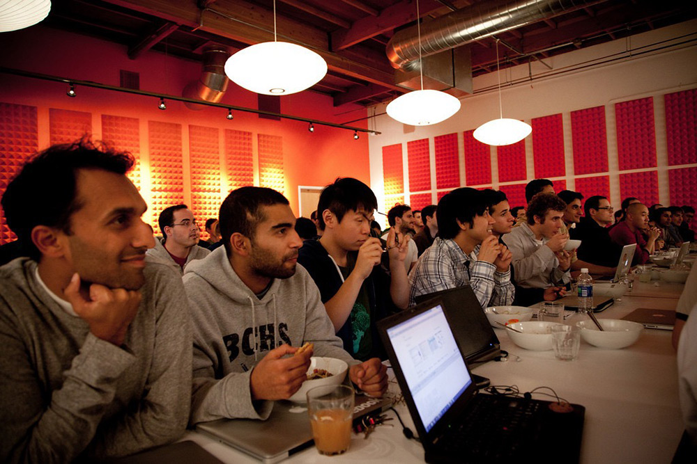 YCombinator Will Be Giving $10,000 to 100 Startups Willing to Take Its Course