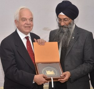 DataWind Signs MoUs with Govt of Canada, Carleton University and AK Education