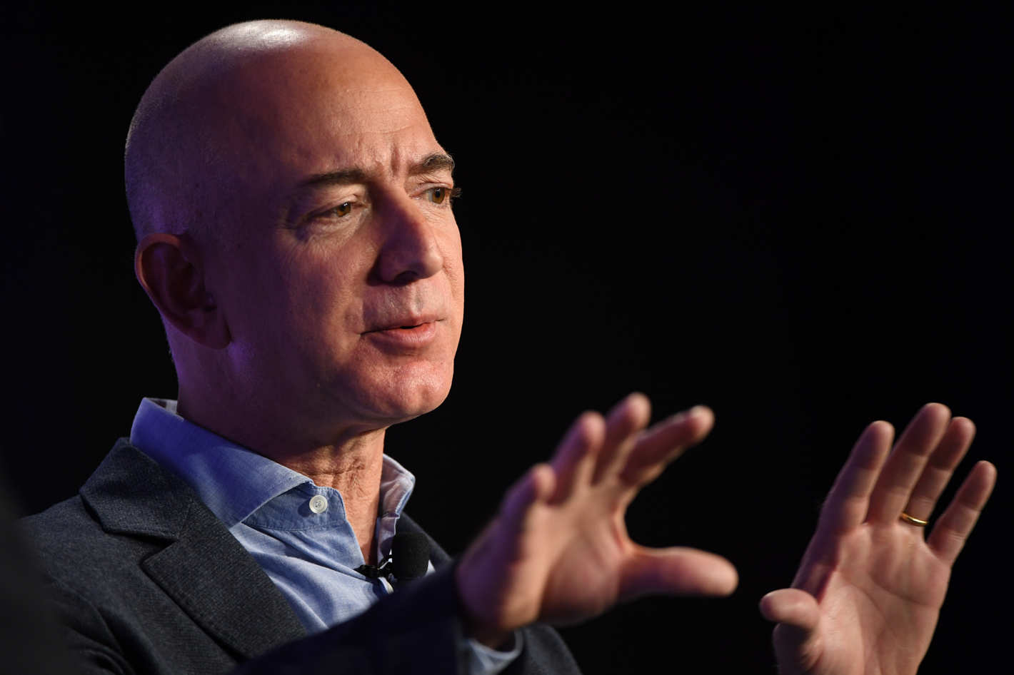 Amazon to Invest USD 1 Billion in Digitising Indian SMEs: Jeff Bezos