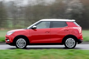 Mahindra XUV 300 Crossed 13000 Advance Bookings