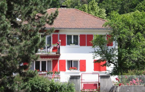 8 Red Shutters