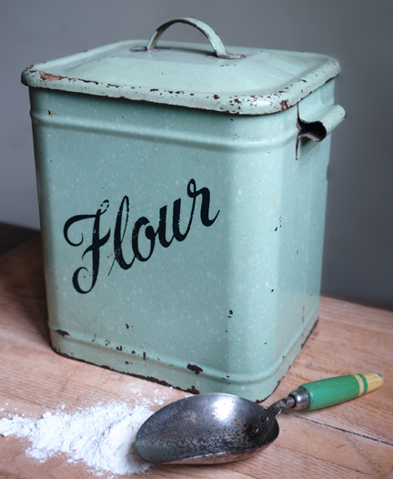 vintage_flour_tin1
