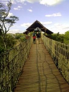 Ponte sulla Rift Valley per arrivare al ristorante