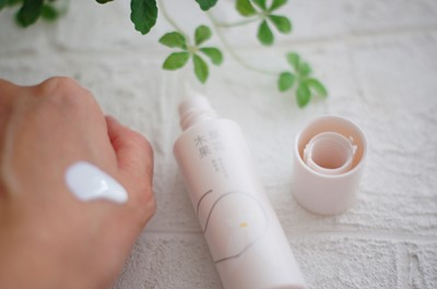 草花木果の美白日中用美容液を使ってみた【口コミ】送料無料35%オフで購入するなら?