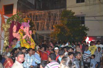 Bringing Ganesha to the water/ Ganeshas Weg zum Wasser