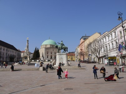 Széchenye square: lively art and architecture
