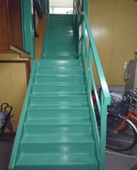 出水商店さんの3S活動。階段ペンキ