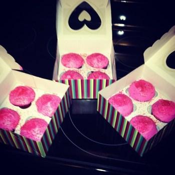 Pink. Cupcakes = LOVE!