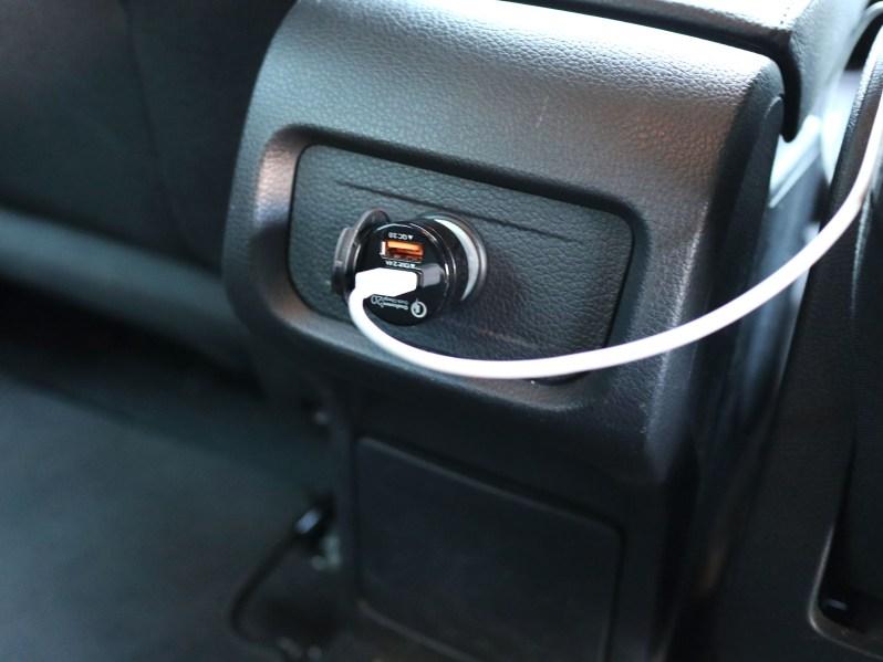 Volkswagon Sharan 第二排12V插孔