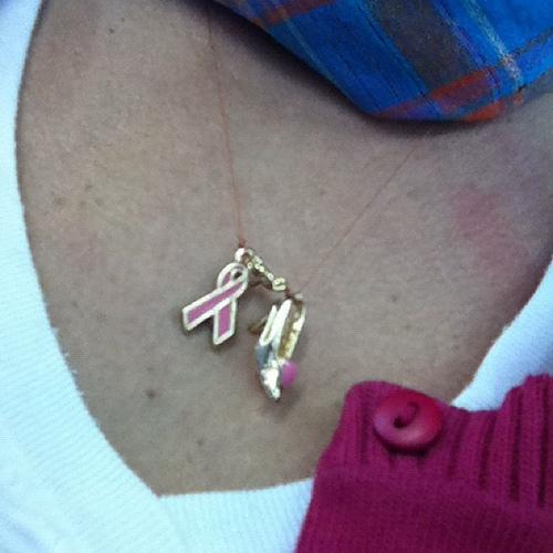 colar outubro rosa 2011