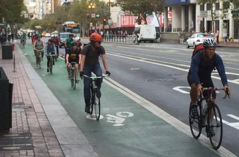 SF-Market-Street bicycle path ciclovia na rua do mercado em san francisco