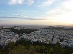 Vue sur Athènes. A gauche le stade olympique, en face l'Acropole.