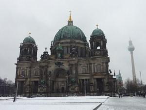 La cathédrale de Berlin, et au loin la tour de la télévision