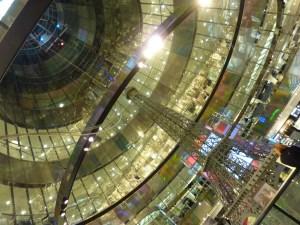 Cône en verre central des galeries Lafayette, conçu par Jean Nouvel