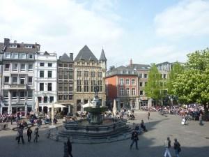 Place du marché devant l'hôtel de ville