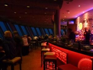 Ambiance cosy dans le bar de la tour