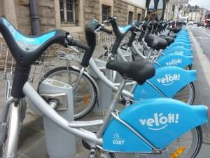 Les vél'Oh luxembourgeois, équivalents de nos Vélib.