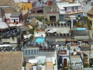 Certains toits de Séville abritent... des piscines !