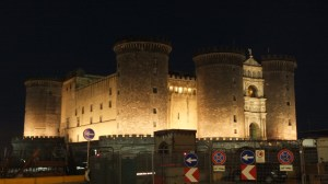 A Naples, le Castel Nuevo by night