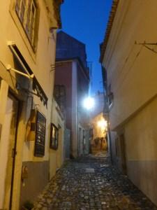 Les ruelles de Santa Cruz, au pied du château