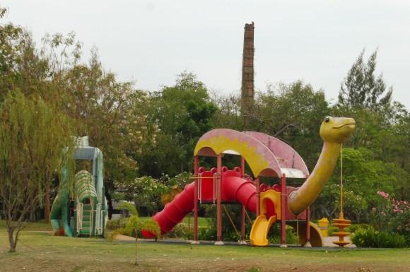 Même les jeux pour enfants sont en forme de dinosaures