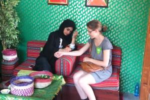 Henné près du pavillon du Qatar