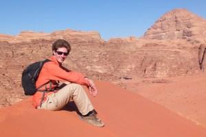 Benoît sur la plus haute dune du Wadi Rum
