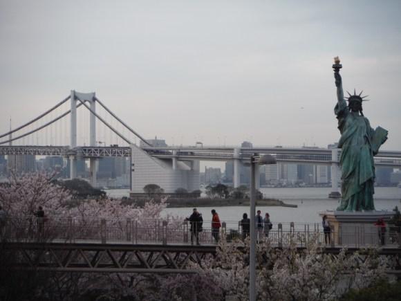 Rainbow Bridge et statue de la Liberté