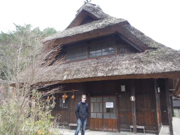 Les fameuses maisons en forme de casque de samouraï