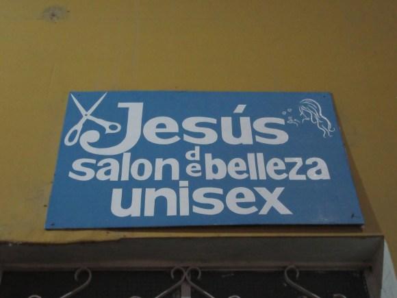 Pour finir, un panneau qui nous a fait sourire, face à une église...