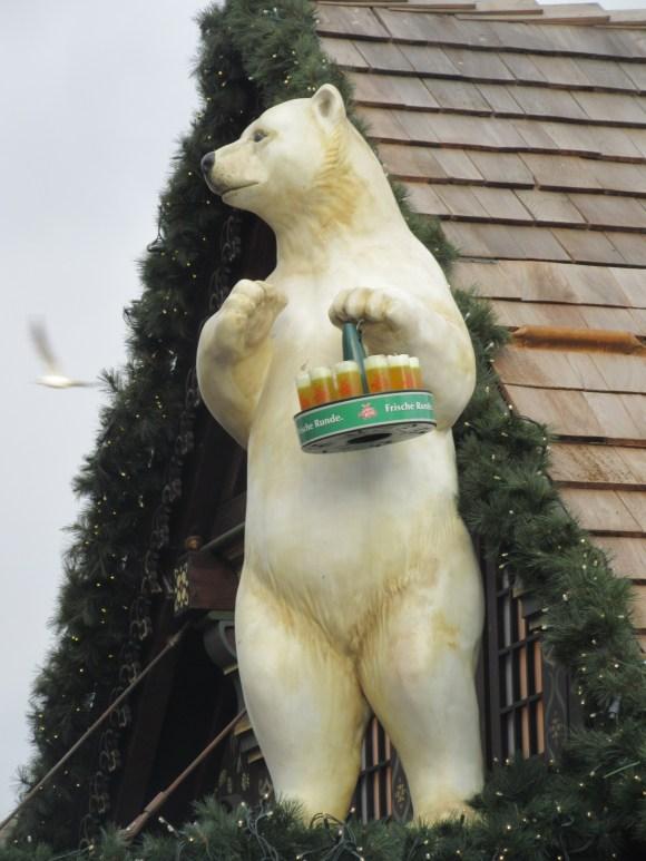 ... et les ours qui servent la bière