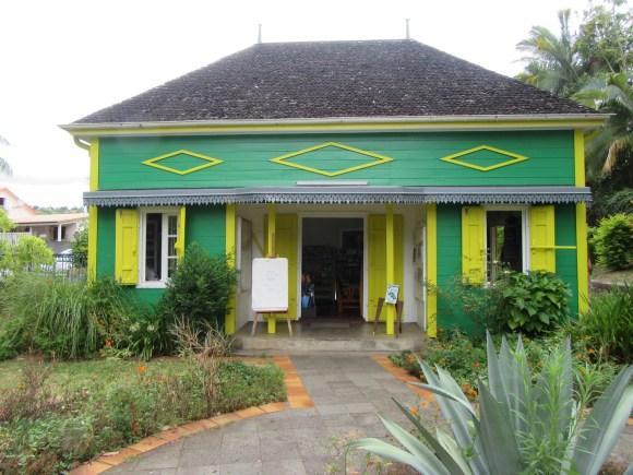 L'office du tourisme est situé das une jolie case créole