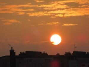Petit bonheur du retour : retrouver les couchers de soleil depuis notre salon :-)