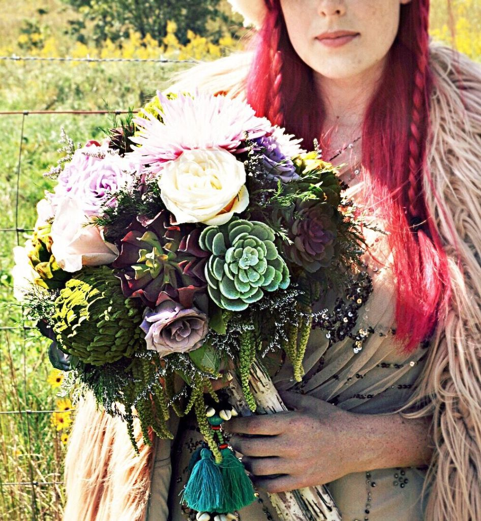 Don't be afraid of color at your wedding! We're maximalists who appreciate bohemian layers, a mix of patterns, and of course, the unexpected. Here's how to mix and match patterns and color with these colorful bohemian wedding ideas...