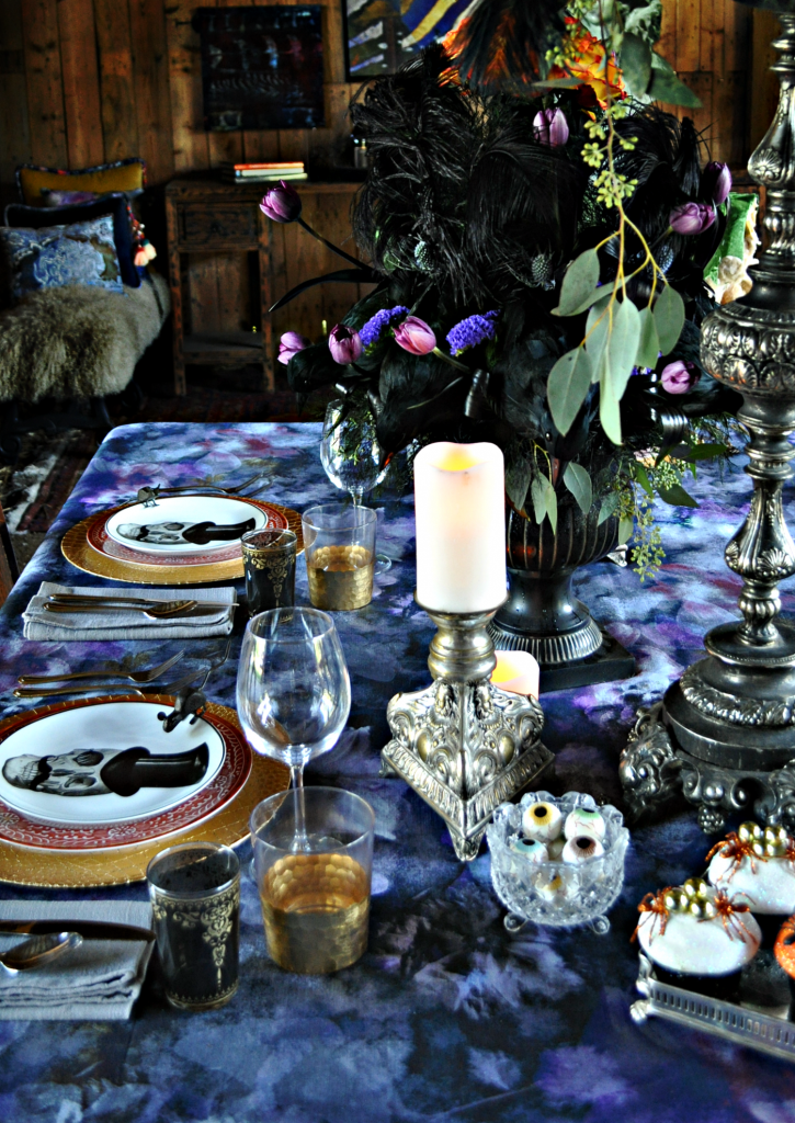 Want to celebrate Halloween in the most chic, adult way possible? Look no further than this to-die-for (pun intended) dark and moody Halloween tablescape.
