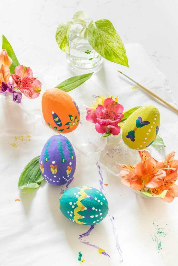 https://casawatkinsliving.com/folk-art-bohemian-easter-tree/