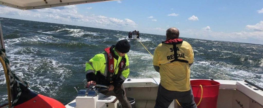 21′ Center Console towed home in heavy seas – May 8, 2021